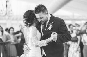 Fotografía de bodas. Novios. Baile.